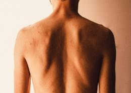 """Troubles psychosomatiques liés au dos : signification des symptômes du """"mal de dos"""""""